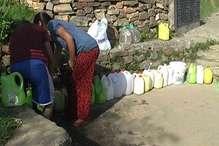 अल्मोड़ा में लगने लगी पानी के लिए लाइनें... मांग 18 MLD, आपूर्ति 8 MLD