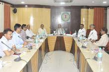 आदिवासियों पर दर्ज प्रकरणों पर समीक्षा समिति की बैठक, अधिकारियों को मिली जिम्मेदारी