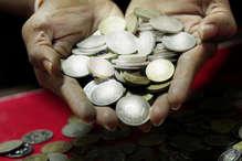 हरियाणा में 5 रुपये के नकली सिक्के बनाने वाली फैक्ट्री का भंडाफोड़