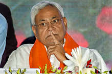 लोकसभा चुनाव 2019: इलेक्शन के बीच में नीतीश कुमार ने क्यों बदल ली अपनी रणनीति?