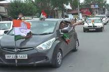 VIDEO: हमीरपुर सीट के कांग्रेसी प्रत्याशी रामलाल ठाकुर के रोड शो में थी करीब 500 गाड़ियां