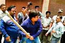 आकाश का साथ देने पर इंदौर नगर निगम के 21 कर्मचारी बर्ख़ास्त