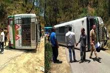 हिमाचल में मनाली जा रही HRTC बस हादसाग्रस्त, देखें, PHOTOS