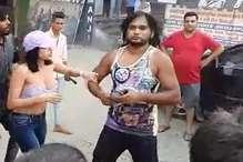 VIRAL: अश्लील टिप्पणी पर NRI युवती ने शोहदे को जड़ा थप्पड़
