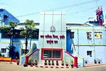 इंदौर : नगर निगम की बजट बैठक में हंगामा, जमकर चले लात-घूसे