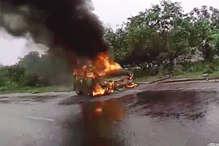 दिल्ली-रोहतक नेशनल हाईवे पर चलती गाड़ी बनी आग को गोला...