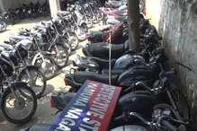 PHOTOS: दो दोस्तों ने मिलकर चोरी की 40 बाइक