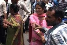 100 रुपये पर विवाद: मंडी शहर से लेकर DC ऑफिस तक हंगामा