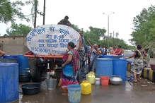 मानसून के बावजूद टैंकरों के भरोसे बुझ रही लोगों की प्यास