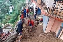 आफत की बारिश: शिमला में ल्हासा गिरने से दो पेड़ हुए धड़ाम