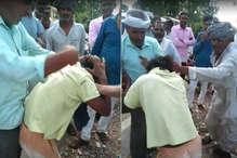 Viral Video:अलवर में कथित बच्चा-चोर की लात-घूसों से पिटाई