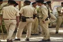 अवैध शराब पकड़ने गई पुलिस को बंधक बनाकर लाठियों से किया हमला