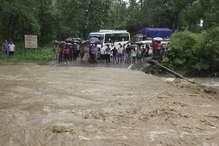 रामनगर में उफ़ान पर आए नाले, दोनों ओर पुलिस तैनात