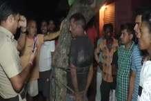 भीड़ ने संदिग्ध युवक को पकड़कर पेड़ से बांधकर जमकर पीटा