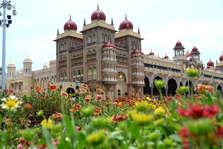 karnataka election 2018:  मैसूर पैलेस देखने पहुंचती है दुनिया, क्या आपने देखा देश का सबसे खूबसूरत महल
