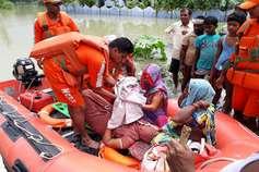 बिहार में बाढ़ : महिला ने रेस्क्यू बोट में दिया बच्ची को जन्म