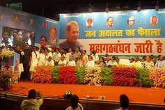 'बागियों' के बीच बोले शरद- JDU मेरी पार्टी, बैनर में लिखवाया महागठबंधन जारी है