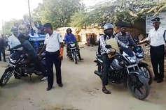 हेलमेट अनिवार्य किए जाने के बाद पहले दिन पुलिस ने दिखाई थोड़ी सख्ती