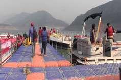 पर्यटकों से गुलज़ार हुई टिहरी झील, स्थानीय व्यापारियों के चेहरे खिले