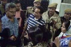 चयनित अभ्यर्थियों की सूची में गड़बड़ी का आरोप लगाकर युवाओं ने किया हंगामा