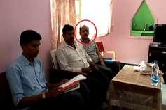 उदंती अभ्यारण्य एसडीओ 1 लाख रुपए की रिश्वत लेते रंगे हाथों गिरफ्तार