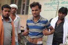 चोरी करने घर में घुसा चोर, घरवालों ने पकड़ लिया तो कर दिया चाकू से हमला