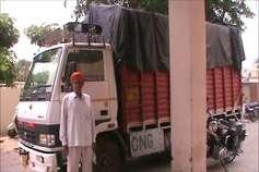 अवैध रुप से यूपी से दिल्ली ले जा रहे थे एक करोड़ रुपये की सिगरेट, गिरफ्तार