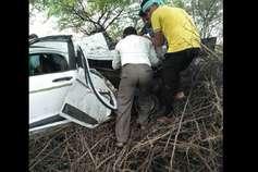 तेज रफ्तार कार पेड़ से टकराई, तीन युवकों की मौत