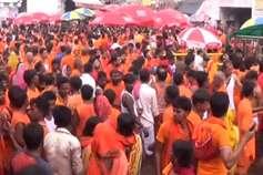 सावन के अंतिम सोमवार पर देवघर के बाबा मंदिर में उमड़ी श्रद्धालुओं की भीड़