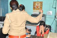 मेरठ: लव जिहाद के नाम पर VHP कार्यकर्ताओं ने घर में घुसकर छात्र-छात्रा से की मारपीट