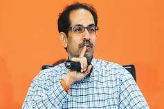 अयोध्या में शुरू हुआ उद्धव ठाकरे का विरोध, पूछा-जब यूपी वाले पिट रहे थे तब कहां थे