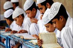मदरसों पर एक्शन से मौलाना खफा, बोले-शिशु मंदिरों की हो जांच