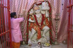 Video: इस मंदिर में विराजमान है हनुमान जी का मानवरूप, नहीं चढ़ता सिंदूर का चोला