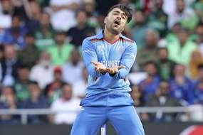 जीत के बाद पाकिस्तानी फैंस ने राशिद को घेरकर दिया यहां आने का न्योता