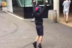 पहली ही गेंद पर इस बच्चे ने सबसे 'मजबूत' खिलाड़ी को कर दिया आउट, देखें Video