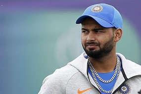 क्या ऋषभ पंत की टीम इंडिया से हो जाएगी छुट्टी? यह खिलाड़ी बना खतरा