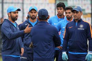 IND VS SL 3rd ODI: टीम इंडिया ने मैच से पहले मैदान पर जमकर बहाया पसीना