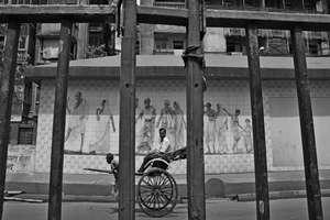 ऐसी रही कोलकाता के हाथ रिक्शा खींचने वालों की दुनिया, देखें 130 साल पुरानी तस्वीरें