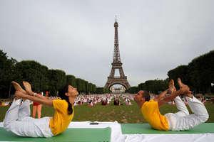 PHOTOS: दुनियाभर में ऐसे चल रही है अंतरराष्ट्रीय योग दिवस की तैयारियां, तस्वीरों में देखें