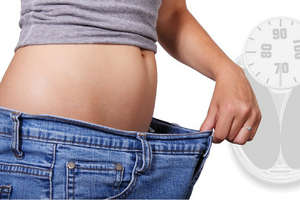 Weight Lose: रात सोने से पहले ये चीज़ें खाएंगे तो कभी नहीं बढ़ेगा वज़न