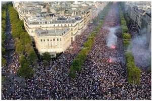 फ्रांस के फीफा वर्ल्ड कप चैंपियन बनते ही थम गया पूरा देश...