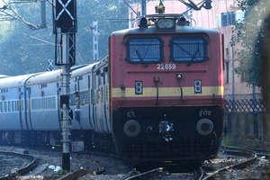 ट्रेन टिकट बेचकर कर सकते हैं कमाई, होगा अच्छी इनकम