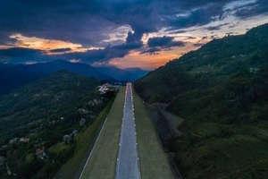 खूबसूरत पहाड़ों के बीच ऐसा दिखता है सिक्किम का पहला एयरपोर्ट