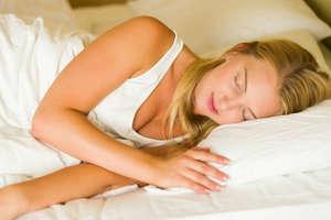 सोते समय भूलकर भी ना रखें इस दिशा में सिर, होते हैं गंभीर परिणाम
