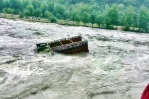 PHOTOS : बारिश से बेहाल हिमाचल, 12 जिलों में तबाही की 12 तस्वीरें...