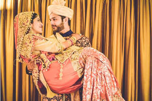 हर लड़की चाहती है कि शादी की पहली रात पति करें ये 7 काम