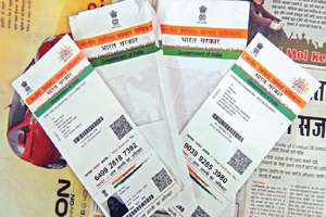 नहीं है बैंक जाने की ज़रूरत, SBI अकाउंट में घर बैठे आसानी से लिंक करें अपना Aadhaar नंबर