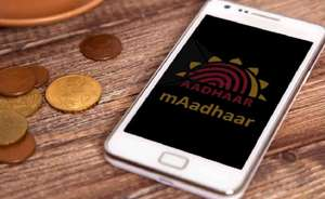 फोन में ज़रूर रखें Aadhaar कार्ड, फिर देखें कैसे चुटकियों में हो जाएंगे ये 8 बड़े काम