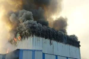 PHOTOS: कोल्ड स्टोर में लगी भयानक आग, फायर ब्रिगेड की कई गाड़िया मौके पर