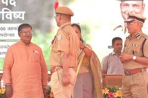 Rajasthan Police: पहली बार हुआ ऐसा प्रमोशन, अपनों ने लगाई वर्दी पर फीत
